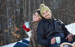 La razón por la que las personas sólo buscan relaciones serias en invierno