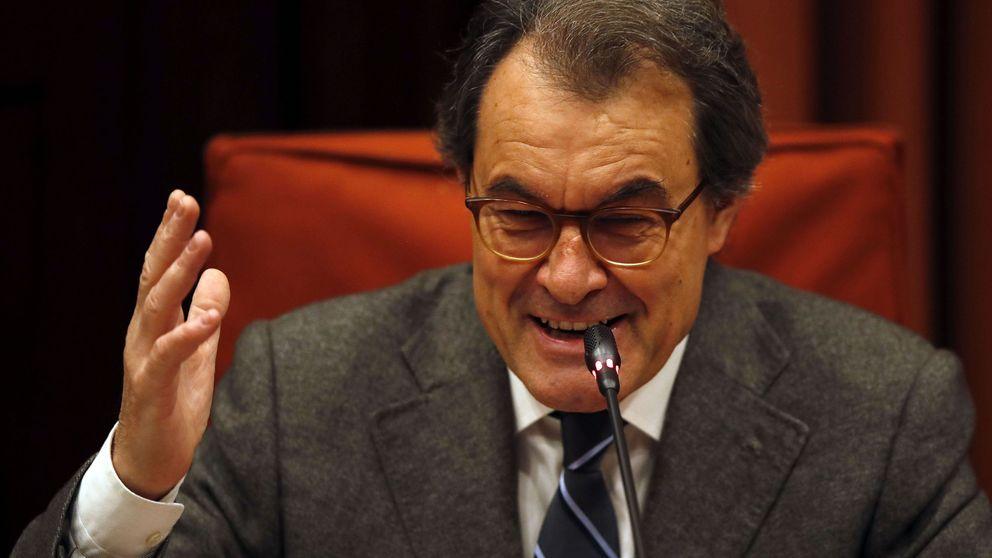 Los 'enchufados' de Mas: directivos con sobresueldos en la ola más dura de recortes