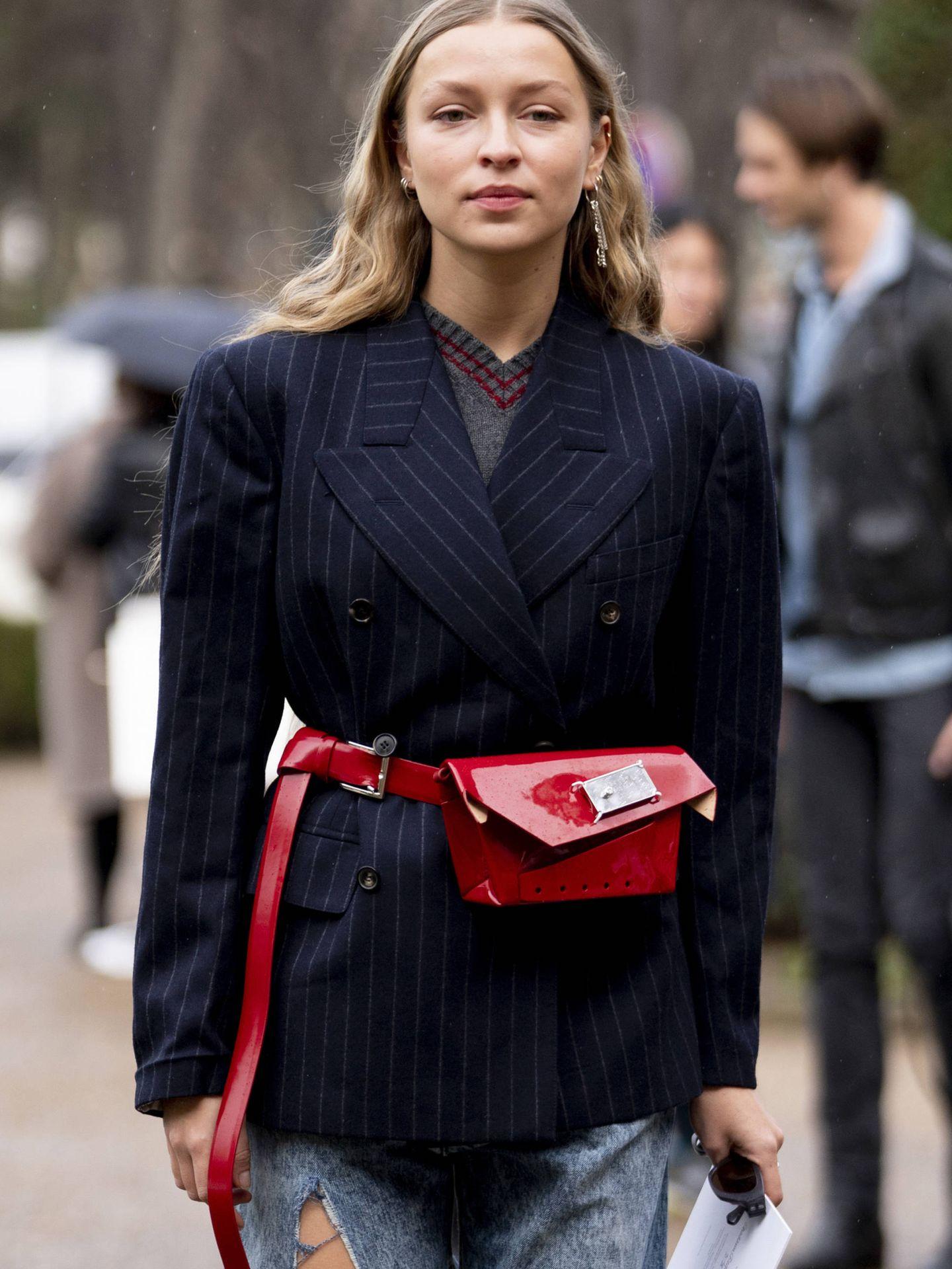 Las americanas oversize siguen siendo un hit total del street style. (Imaxtree)