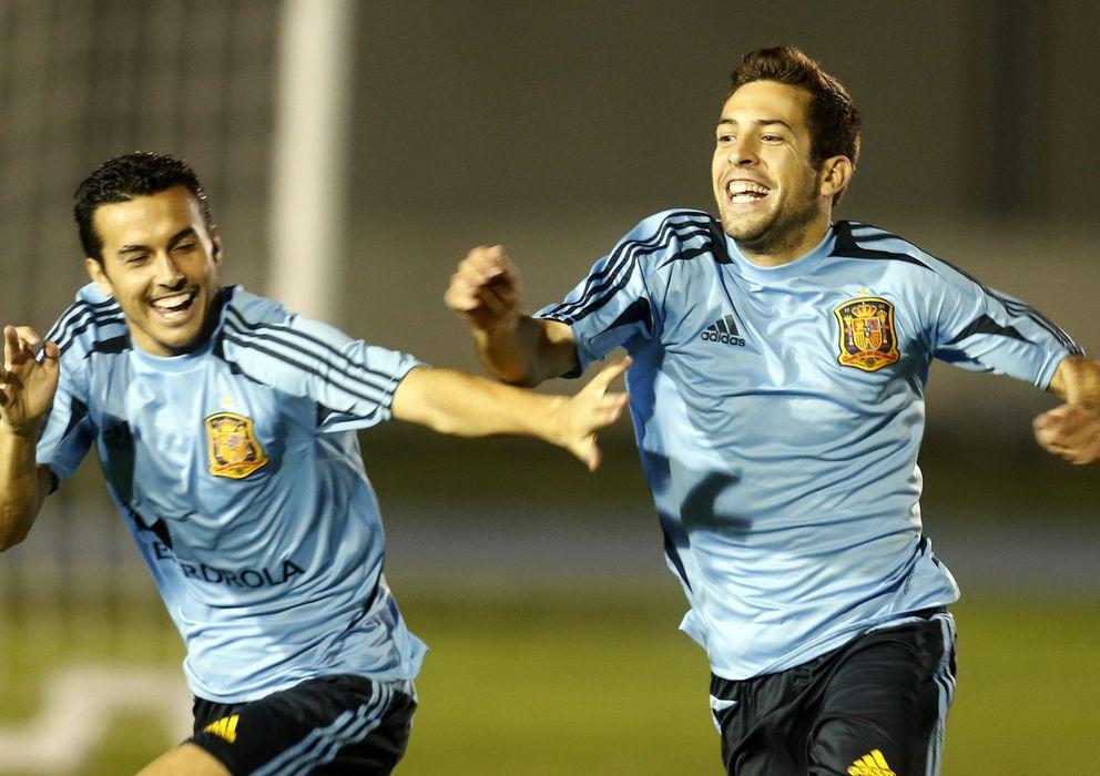 Foto: Pedro y Jordi Alba, en un entrenamiento con la Selección (EFE).