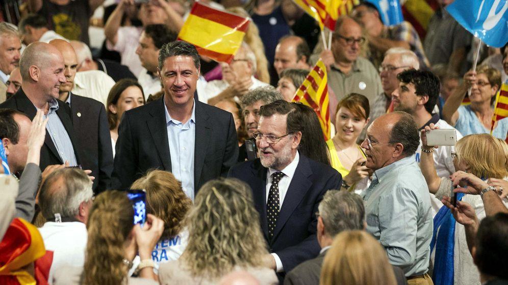 Foto: El candidato del PPC a la presidencia de la Generalitat, Xavier Garcia Albiol, junto al presidente del Gobierno en plena campaña electoral. (Efe)