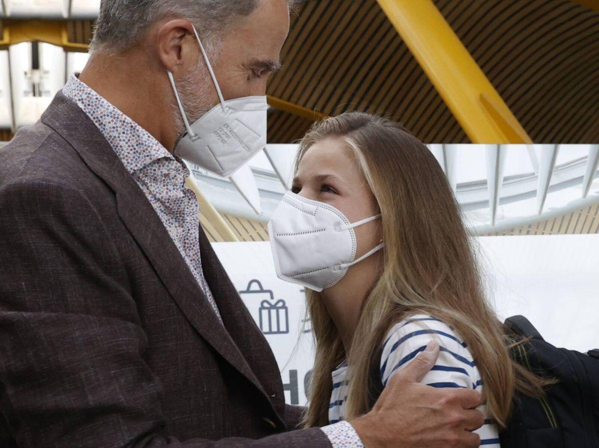 Foto: La Princesa de Asturias, en el aeropuerto junto a su familia, se incorpora hoy al UWC Atlantic College de Gales. (Casa de S.M. el Rey)
