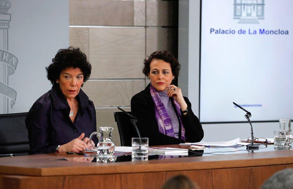 Foto: La ministras Isabel Celaá y Magdalena Valerio, este 8 de marzo en la rueda de prensa posterior al Consejo de Ministros. (EFE)