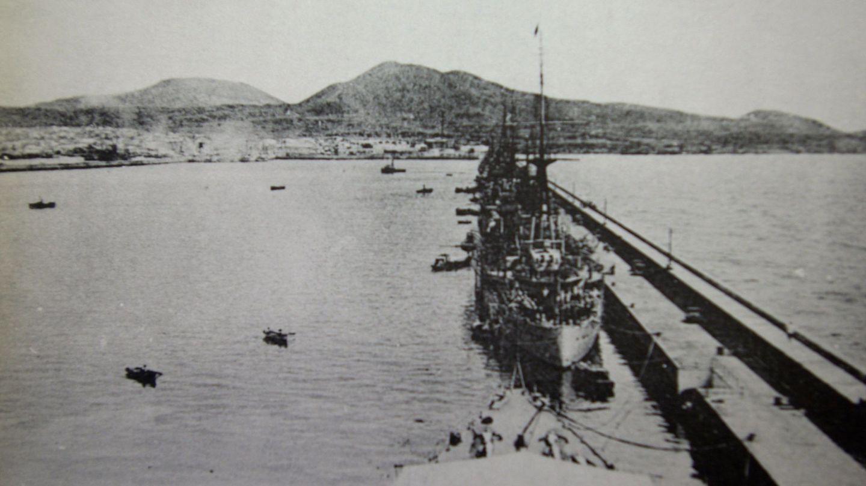 Imagen tomada por los Servicios Secretos del Reino Unido de un crucero español en La Luz. (EFE)