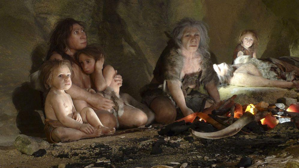 Foto: Foto de una exhibición que recrea una familia Neandertal. (Reuters)