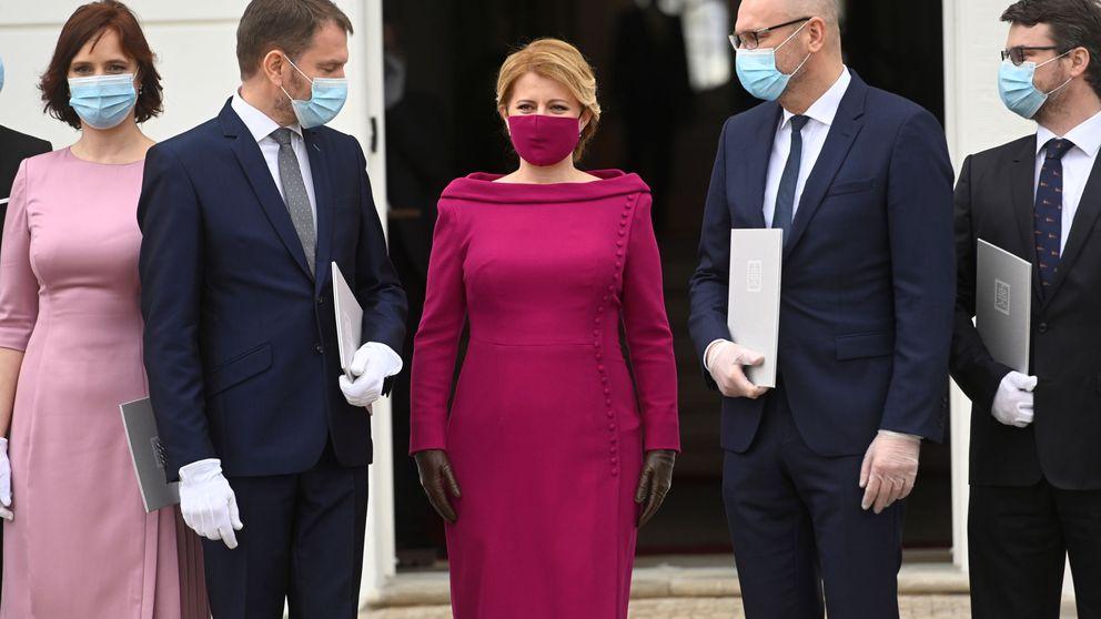 La presidenta de Eslovaquia conjunta sus mascarillas con sus looks