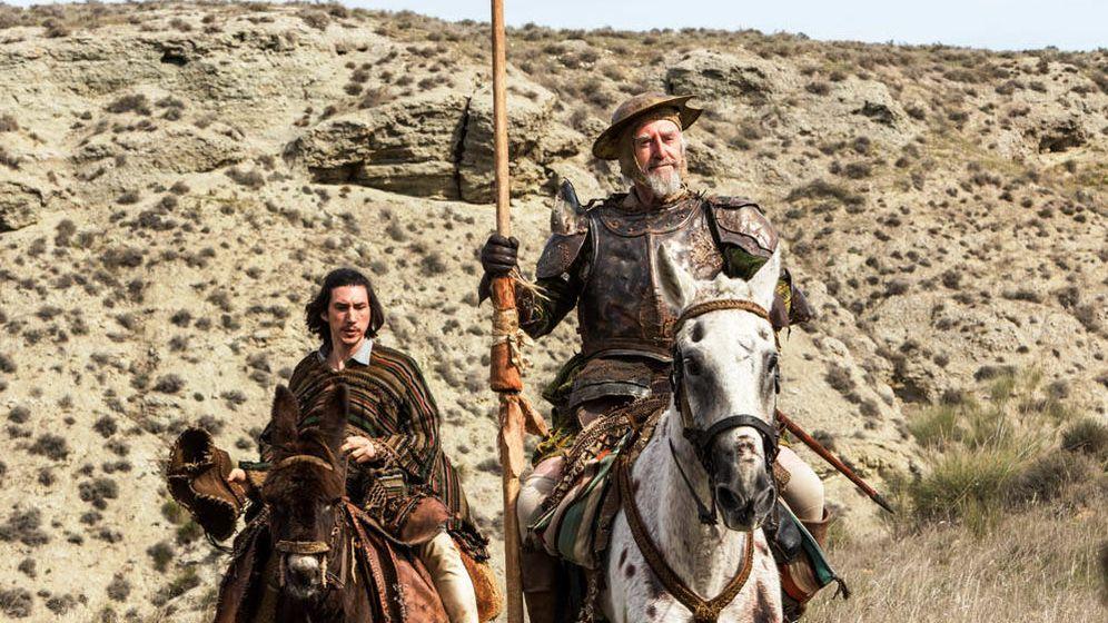 Foto: Adam Driver y Jonathan Pryce en 'El hombre que mató a Don Quijote', de Terry Gilliam. (Warner)