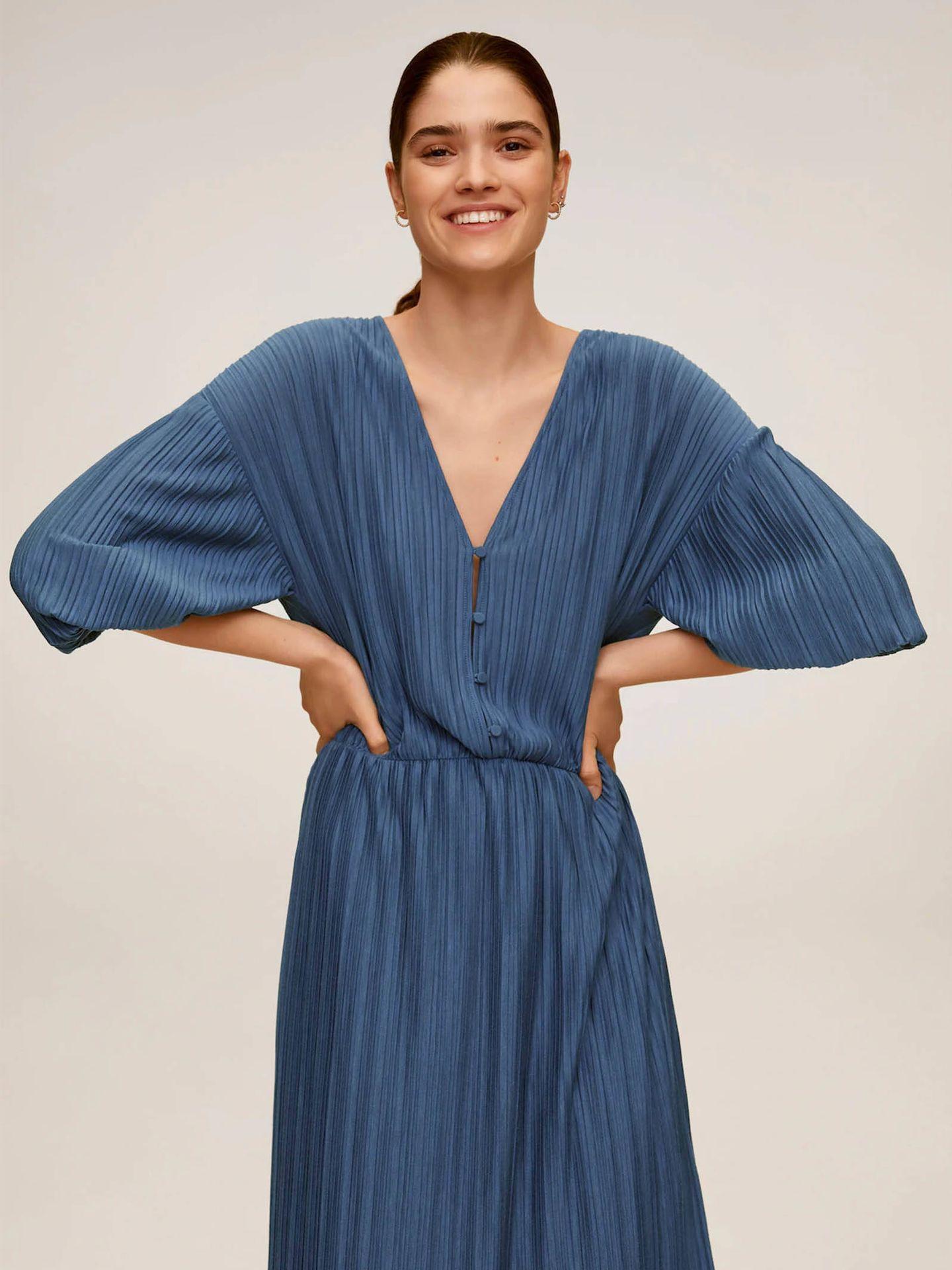 Vestido de invitada de Mango Outlet. (Cortesía)
