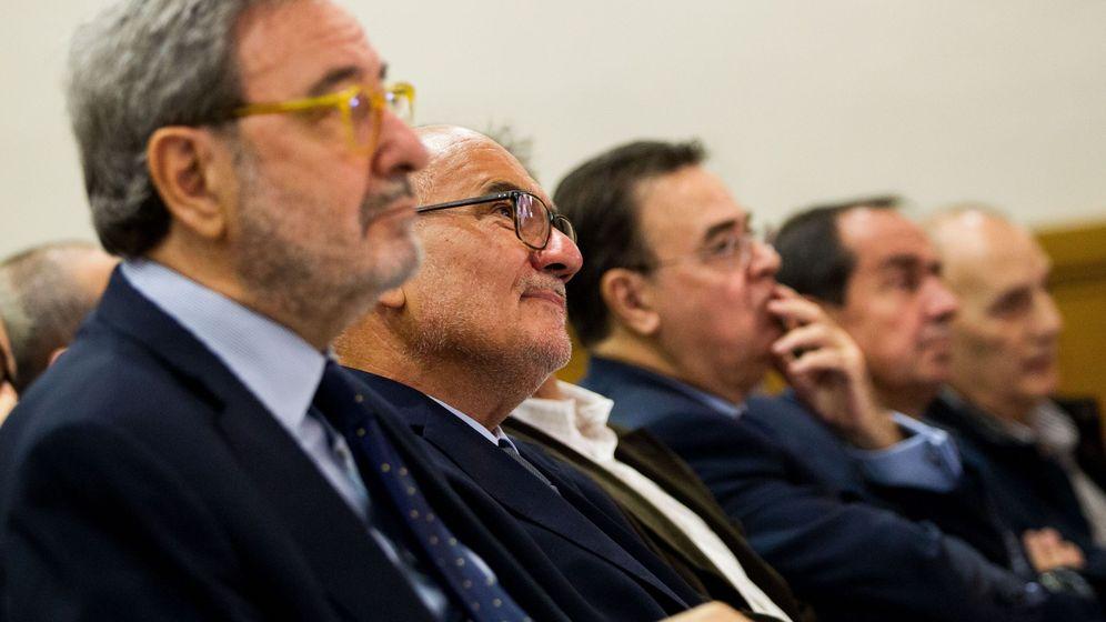 Foto: El expresidente de Catalunya Caixa Narcís Serra (i) y el ex director general de esta entidad Adolf Todó (2i). (EFE)