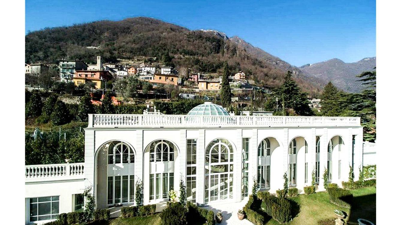 Foto: Vista general de la Villa Laglio, rodeada de naturaleza y con vistas privilegiadas al Lago de Como.