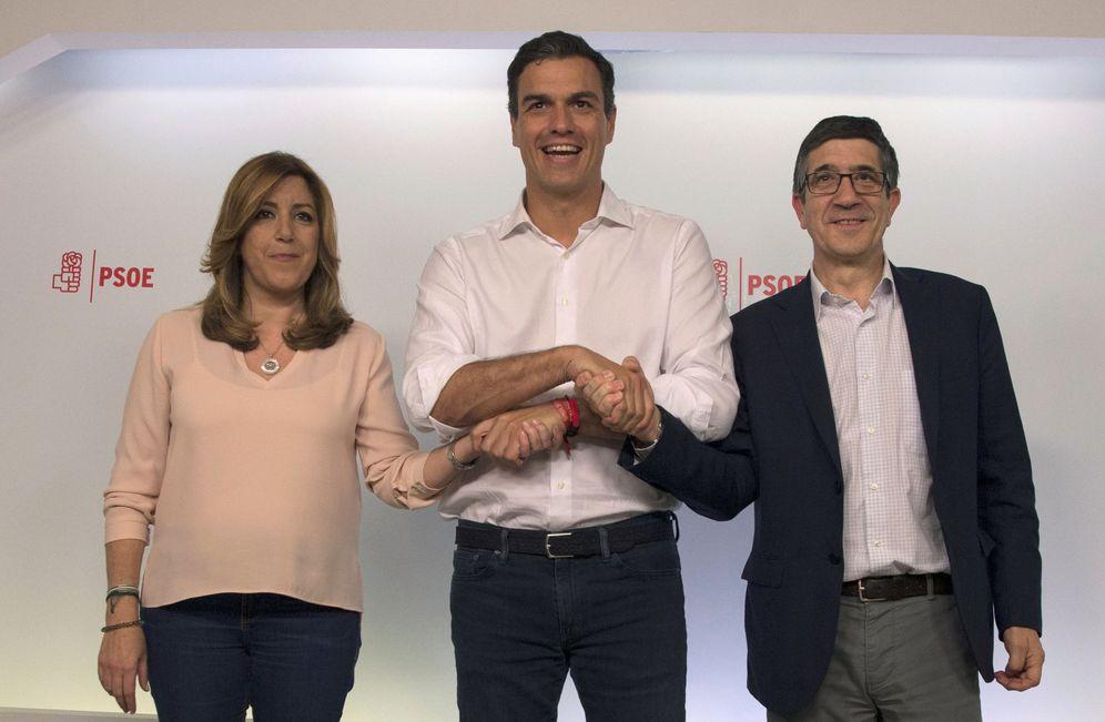 Foto: Pedro Sánchez, con Susana Díaz y Patxi López, el pasado 21 de mayo, la noche de las primarias, en Ferraz. (Reuters)
