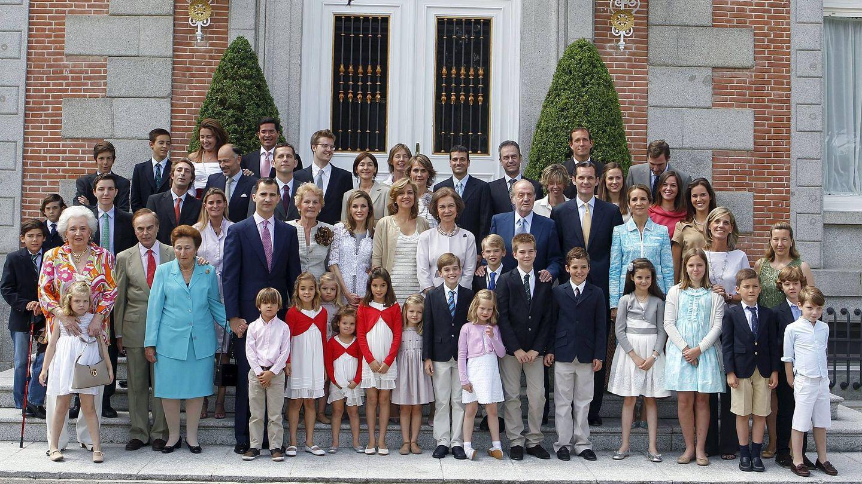 La familia Borbón y Urdangarin, en la comunión de Miguel, el hijo de la infanta Cristina. (Casa de S. M. el Rey)