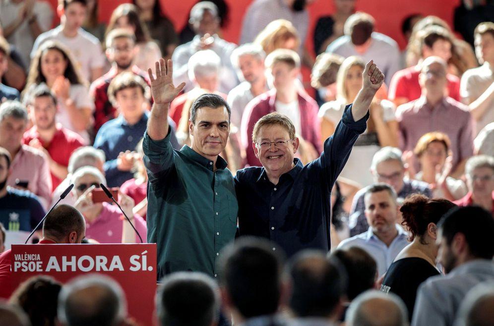 Foto: Pedro Sánchez, con el 'president', Ximo Puig, este 2 de noviembre en Mislata, Valencia. (EFE)