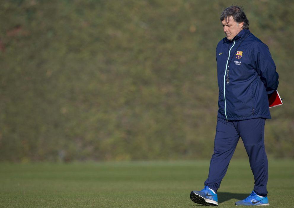 Foto: El entrenador del Barcelona, Gerardo Martino, durante un entrenamiento del conjunto azulgrana.