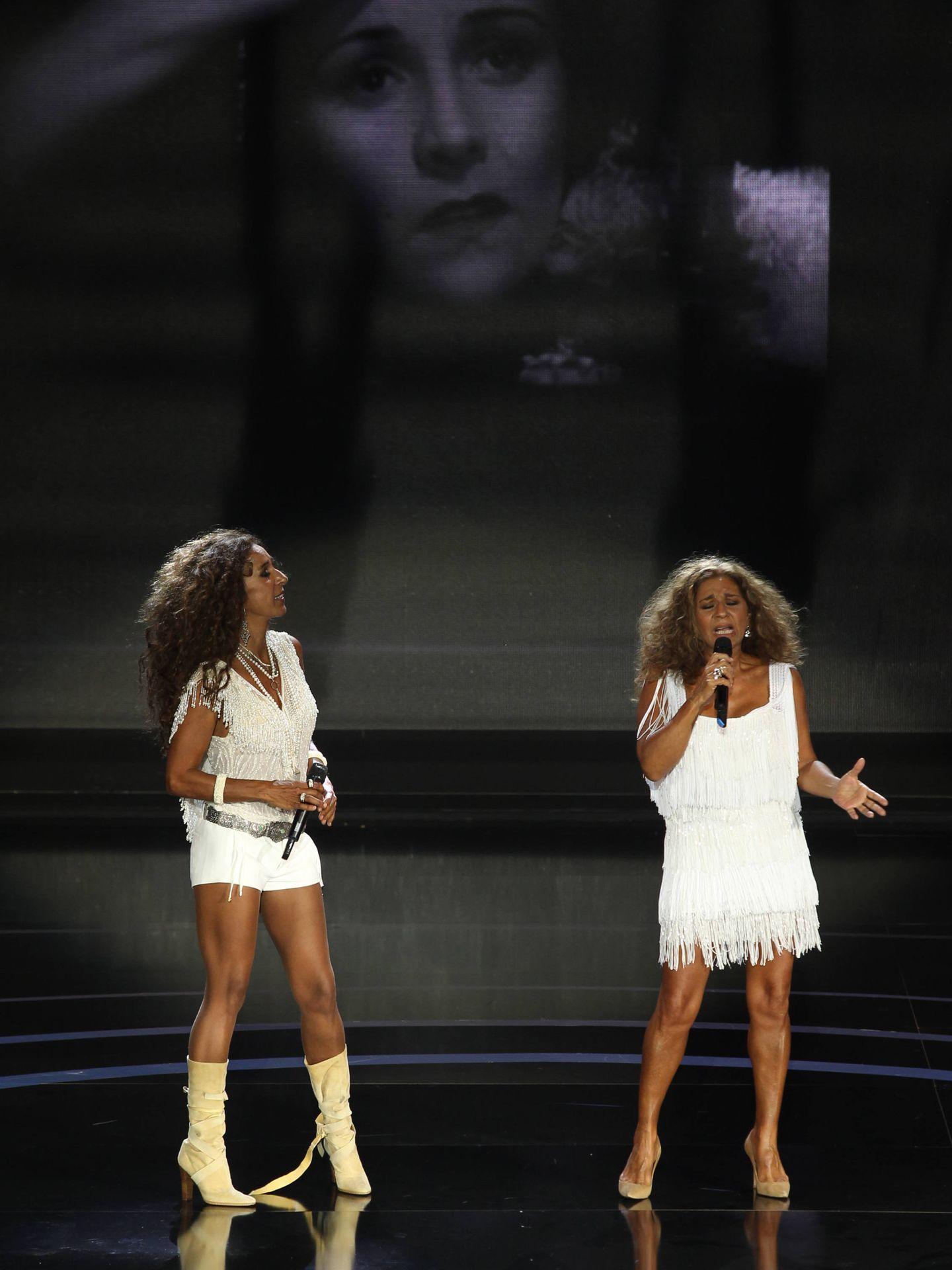 Rosario y Lolita, en un momento de su actuación conjunta. (EFE)