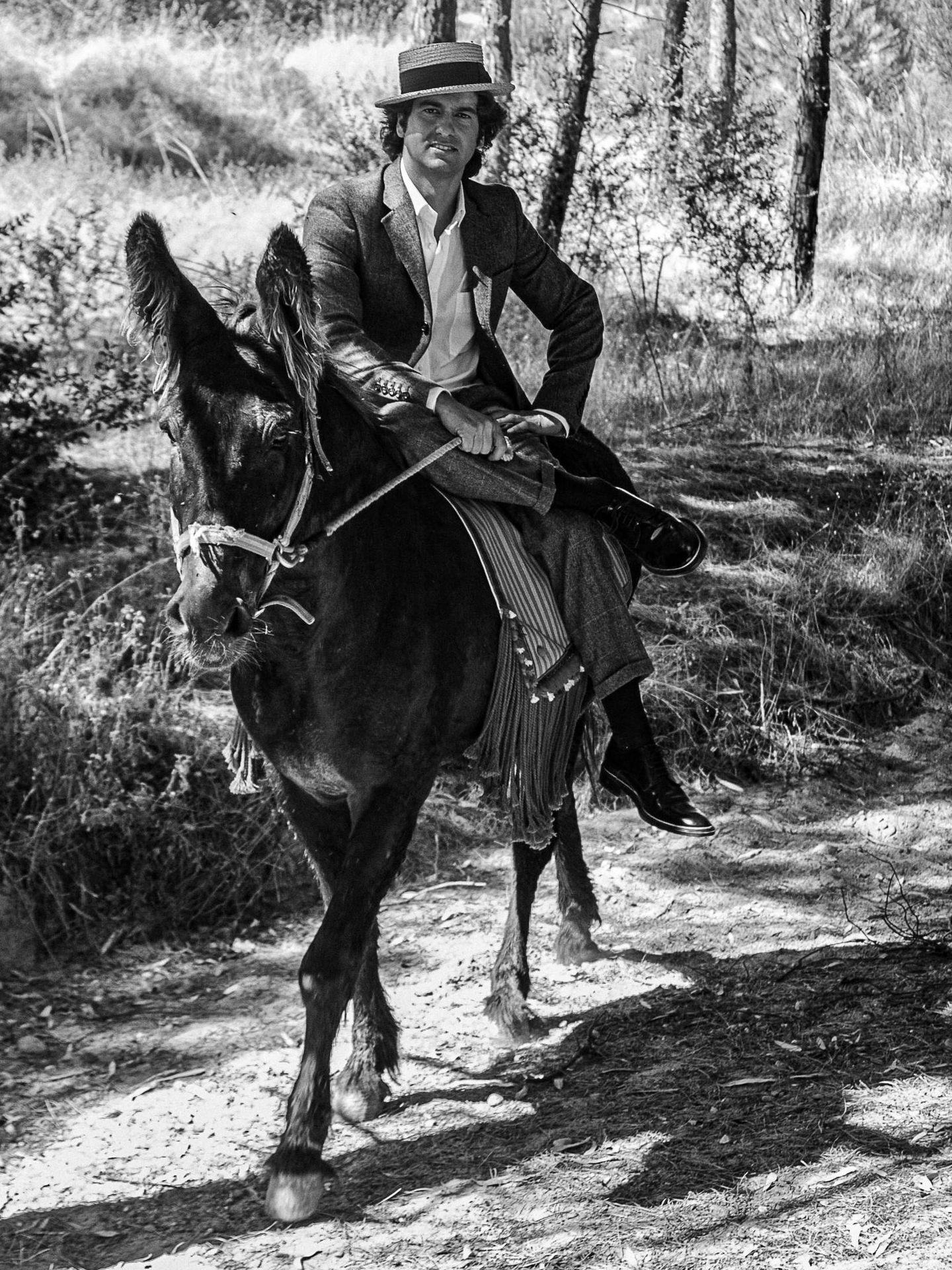 El torero, a lomos de una mula. (Foto: Juanrra Lozano)