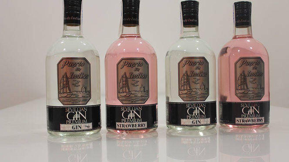Foto: Botellas de ginebra Puerto de Indias. (EFE)