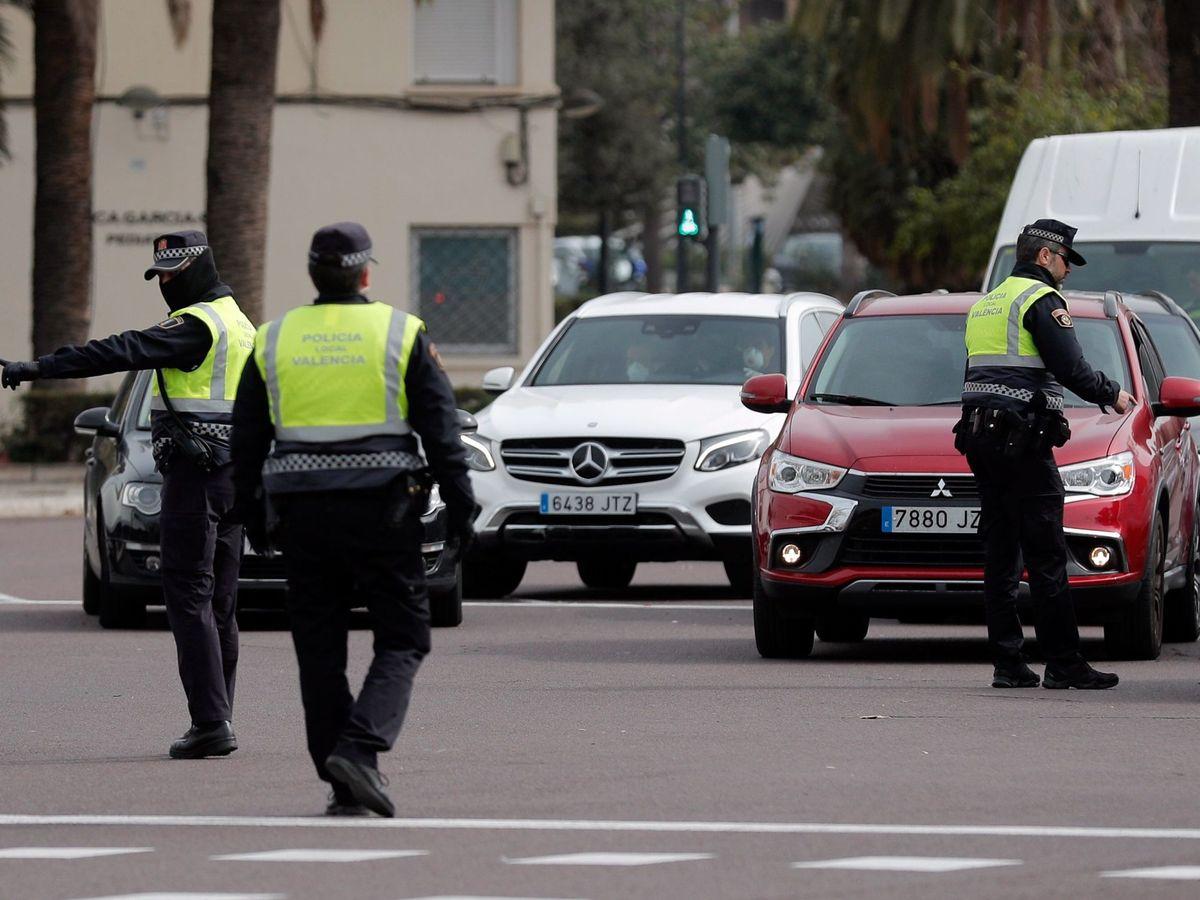 Foto: Imagen de recurso de un control de la Policía Local de Valencia. (Efe)