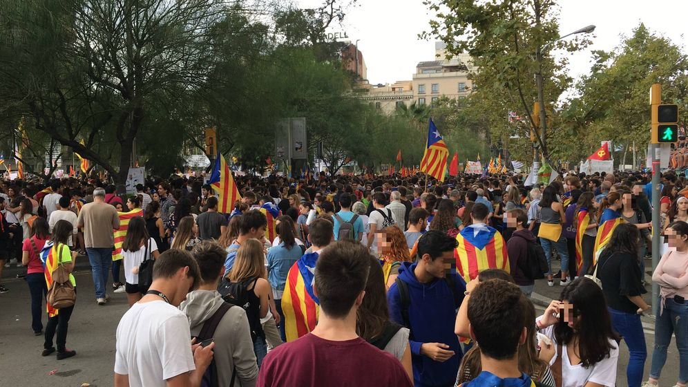 Foto: Los estudiantes ya toman la plaza Universidad de Barcelona. (David Brunat)