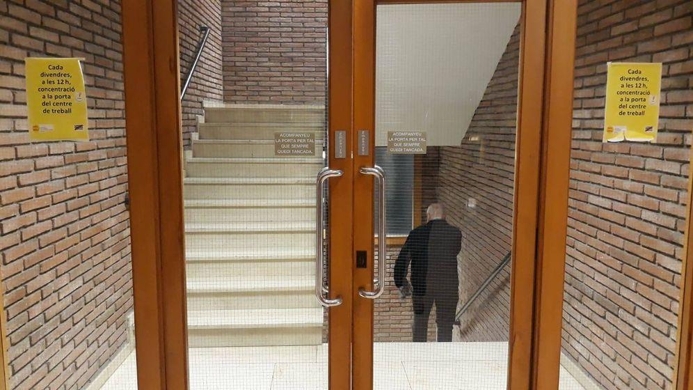 Foto: Una imagen de uno de los vestíbulos del Departament D'Educació este martes. (EC)