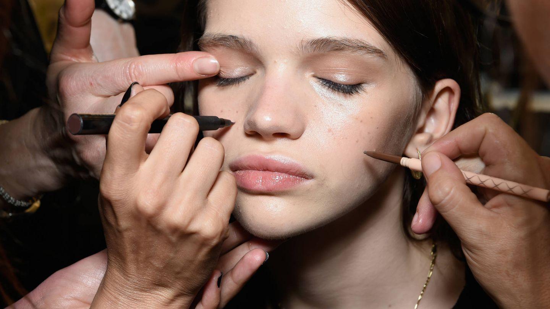 ¿Maquillaje resistente a las lágrimas o a un baño en el mar? (Getty)