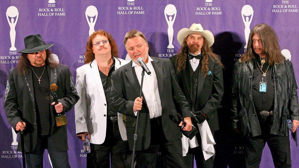 Foto: Lynyrd Skynyrd en la ceremonia del R&R Hall of Fame con Rossington, Powell, King, Pyle y Bob Burns (i-d).