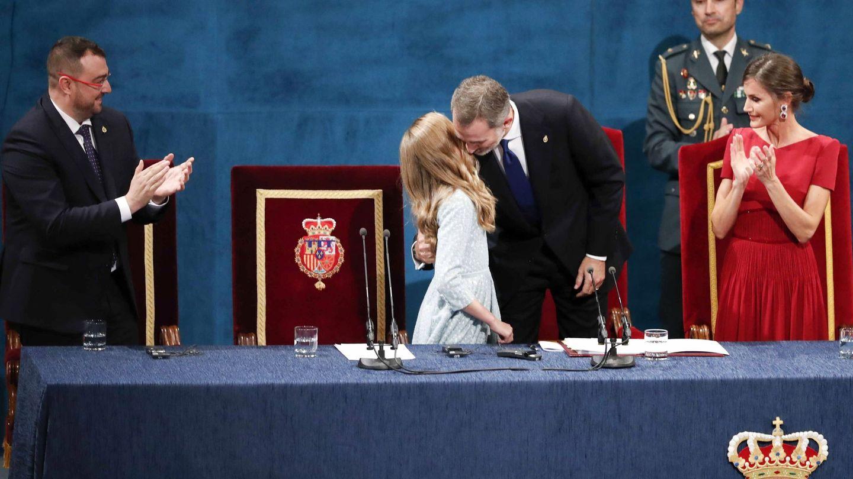 El rey Felipe y Leonor, en los Premios Princesa de Asturias de 2019. (EFE)