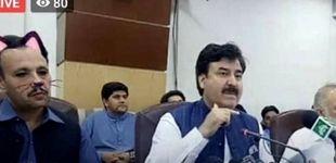 Post de Un político pakistaní retransmite una rueda de prensa con un filtro de gatos activado