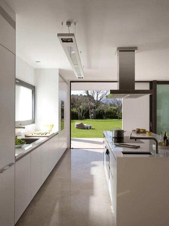 Decoraci n cocinas abiertas al exterior ocho ideas de - Cocinas con peninsula fotos ...