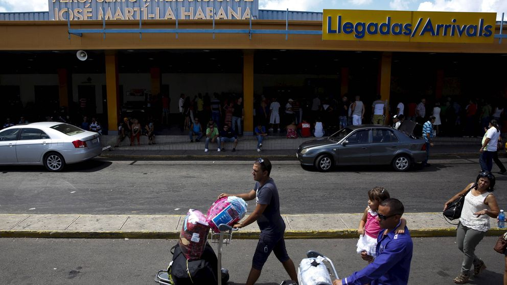 En Cuba siempre va a faltar algo: el negocio de las 'mulas' que traen productos básicos a la isla