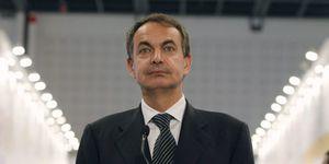 Zapatero lleva al PSOE al límite de su resistencia al negarse a aclarar su futuro