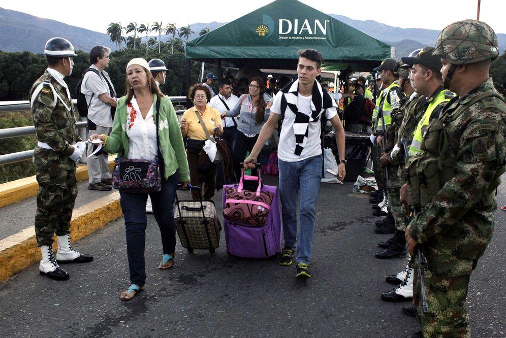 Foto: Venezolanos cruzan el Puente Simón Bolívar para entrar en Colombia, en Cúcuta. (Reuters)