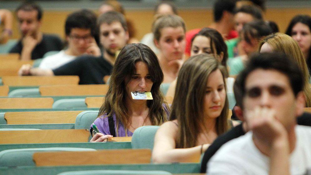 Foto: Aunque parezca lo contrario, la educación universitaria es más importante que nunca | EFE