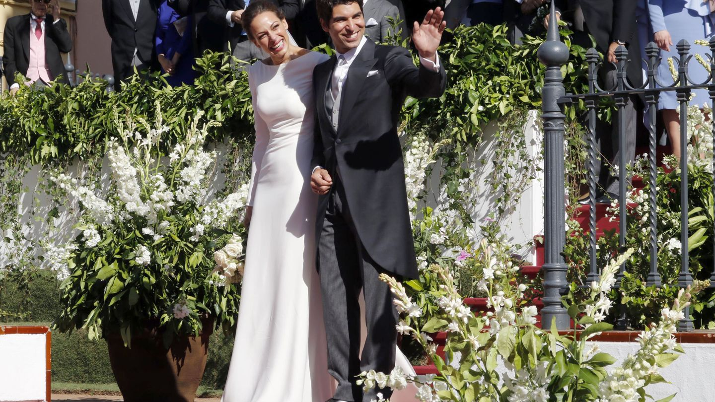 El torero Cayetano Rivera Ordóñez con la presentadora y ex miss Eva González durante el día de su boda en Mairena de Alcor, Sevilla.