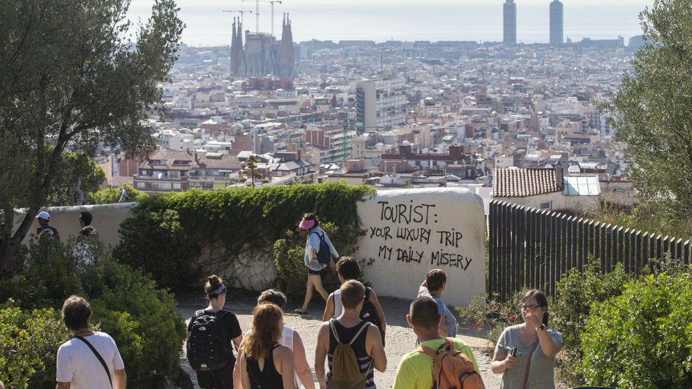 La turismofobia y el 'procés' frenan al sector en Barcelona e impulsan Madrid