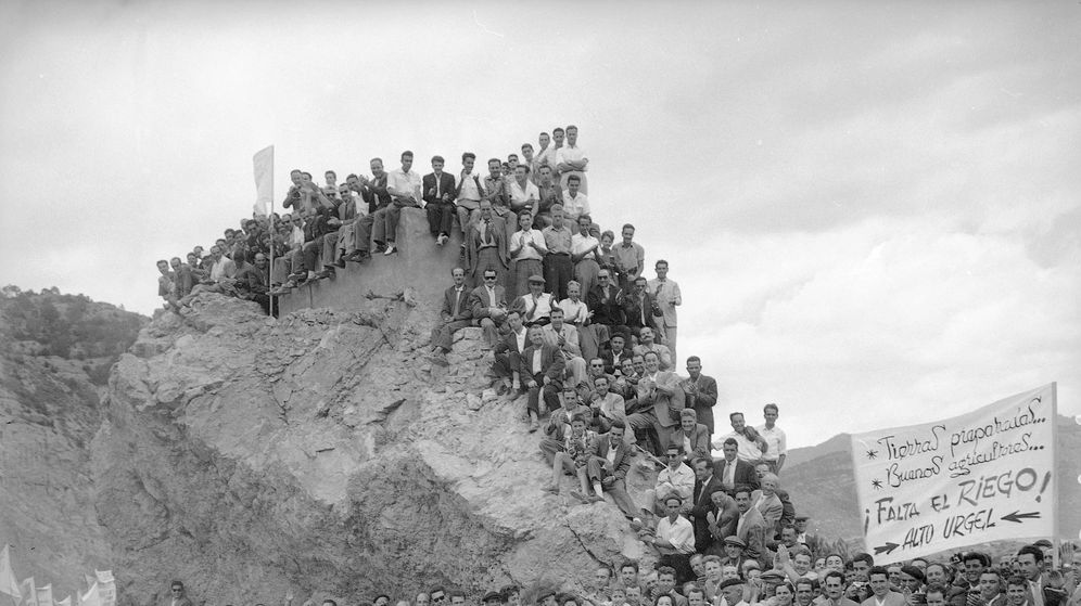 Foto: Ya sabe usted quién está inaugurando el pantano de Oliana, en Lleida. (José Demaría Vázquez, Campúa)
