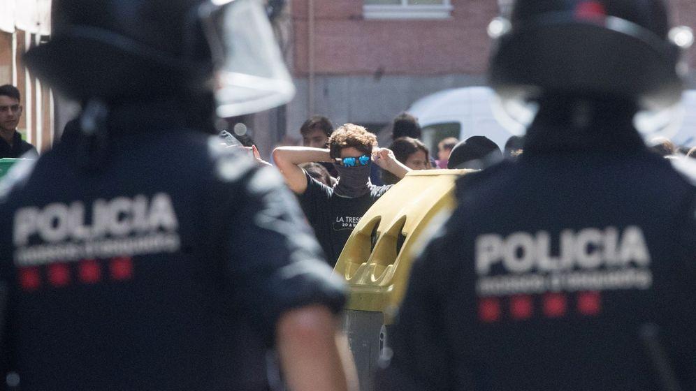 Foto: Mossos en una protesta en Barcelona. (EFE)