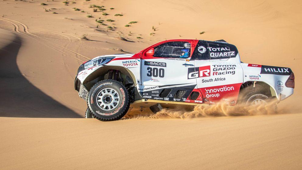 Así pasa las dunas Fernando Alonso con el Toyota del Dakar