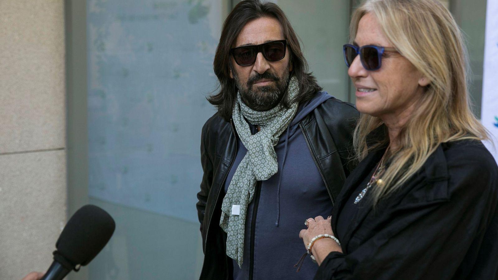 Foto: Antonio Carmona junto a su mujer, Mariola Orellana. (EFE)