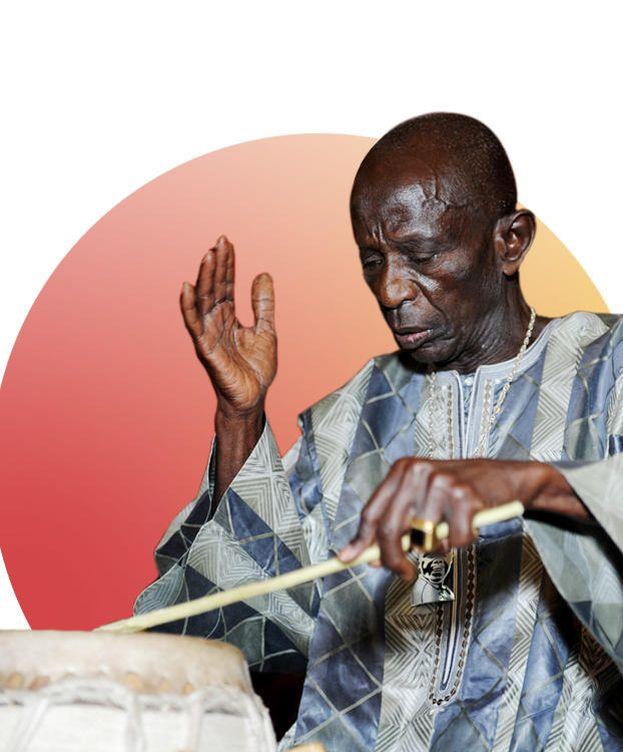 Foto: Adiós a Doudou N'Diaye Rose, el matemático de los ritmos africanos