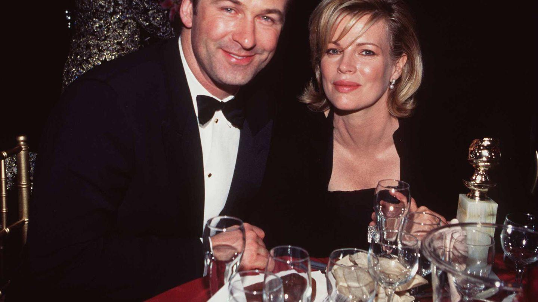 Alec Baldwin y Kim Basinger, en 1998. (Getty)
