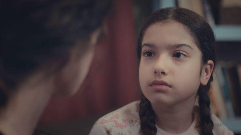 Nisan recibe la noticia de que su madre se va a casar con Arif. (Atresmedia)