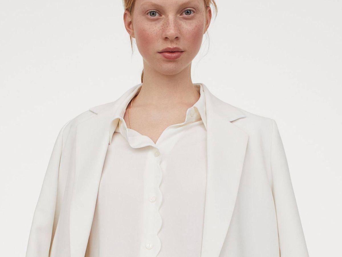 Foto: Blusas blancas de HyM que desearás tener cuanto antes. (Cortesía)