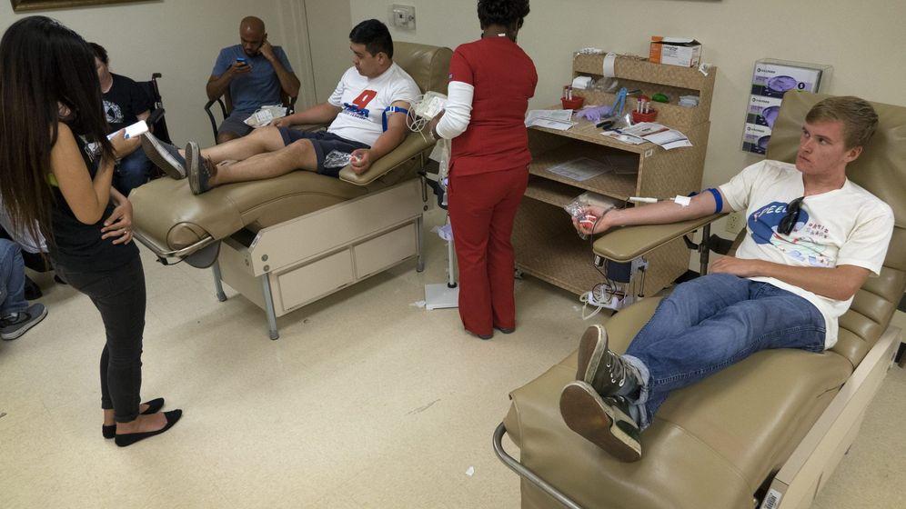 Foto: Donantes donan su sangre tras el tiroteo ocurrido en el club Pulse de Orlando (EFE)