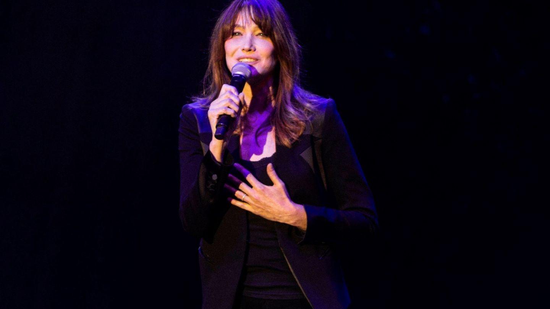 Carla Bruni durante su actuación en la inauguración del festival Jardins de Pedralbes. (EFE)