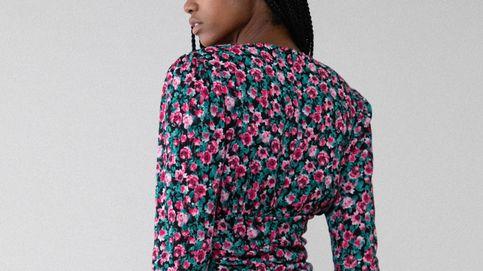 En Lefties hay un vestido corto que reduce una talla y cuesta 18 euros