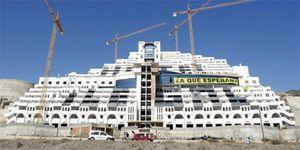 Foto: PP y PSOE se apuntan al 'ladrillo' y quieren resucitar el hotel Algarrobico