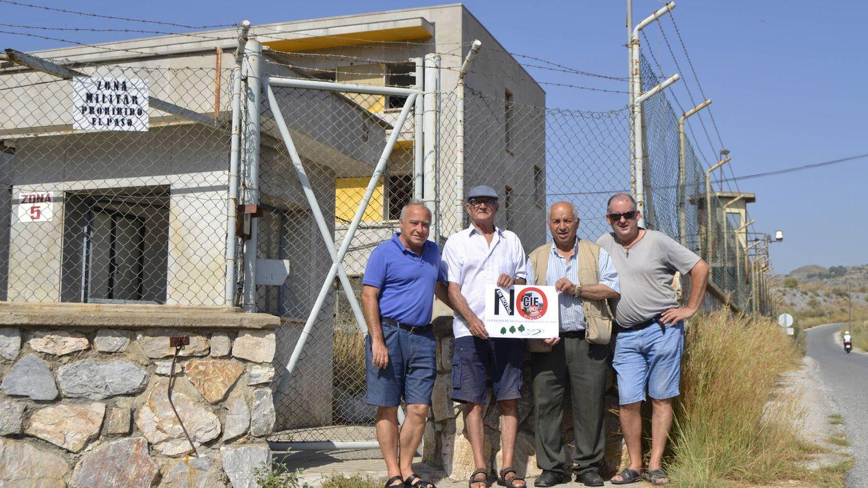 Foto: Vecinos de la antigua base militar se niegan a tener un CIE cerca. (M.Z.)