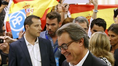Vídeo: Así increpan simpatizantes de Vox a Artur Mas en el momento de votar