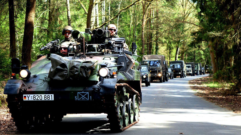 Foto: Convoy alemán, durante los ejercicios previos a formar un Battlegroup de la UE. (EFE)